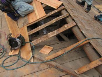下地腐食,雨漏り,屋根補修