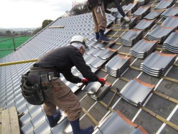 下地板補強,防水シート貼り,瓦桟設置