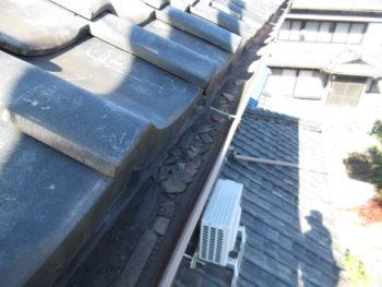 雨樋の詰まり,瓦の欠片,樋掃除