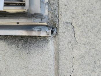 クラック,水漏れ,窓枠から筋