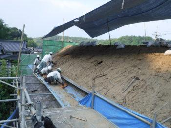 葺き土撤去,慎重に作業,落下防止養生