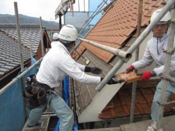 瓦の撤去,慎重作業,足場
