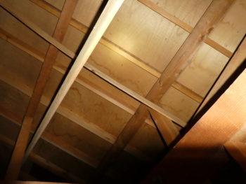 雨漏り調査,屋根裏のシミ,藤井製瓦工業
