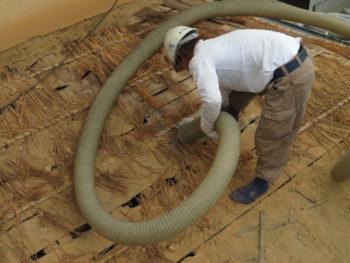 クリーンカーで吸引,葺き土の下に藁,防水性に欠ける