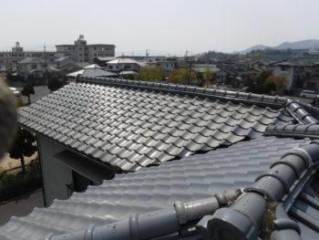 増築屋根,谷板板金の劣化,瓦の変色