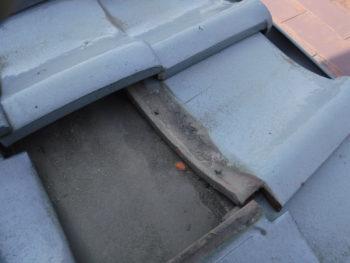 瓦の固定,隙間のホコリ,雨水侵入