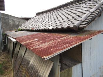 樋金具のサビ,塩ビ樋の劣化,土壁の崩落
