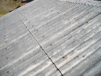 スレートの割れ,塗装の劣化,雨漏り