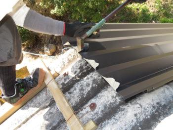 ガルバリウム鋼板,耐久性抜群,倉庫屋根