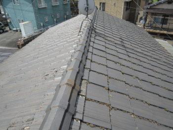 瓦の塗膜剥がれ,変色,屋根のコケ