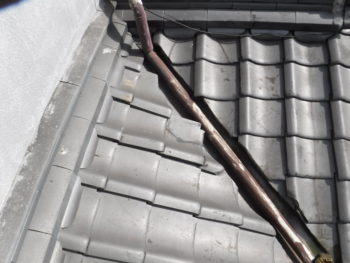 瓦の補修,雨漏り原因,谷板金交換
