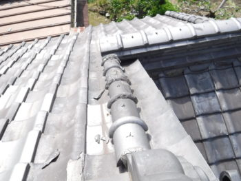 瓦の表面剥離,丸瓦,銅線固定
