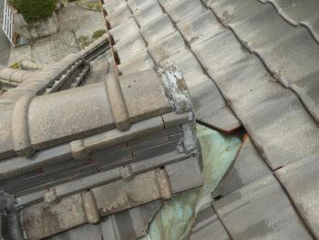 瓦の欠け,漆喰の崩れ,谷板金のサビ